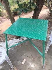 縞板のテーブル
